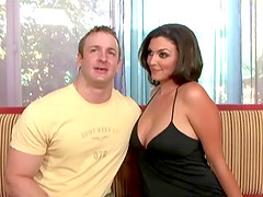 All natural MILF babe hooks up with a muscular stranger